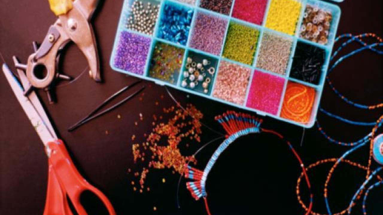 comment fabriquer des bijoux en perles cr ation de bijoux en perles. Black Bedroom Furniture Sets. Home Design Ideas