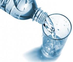 Quelle eau boire qualit de l 39 eau en bouteille vs eau du robinet - Eau en bouteille vs eau du robinet ...