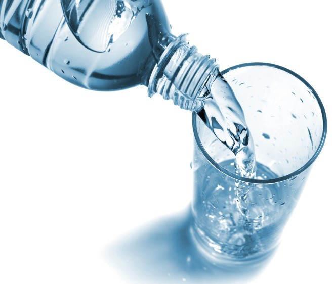Quelle eau boire qualit de l 39 eau en bouteille vs eau - L eau du robinet ou l eau en bouteille ...