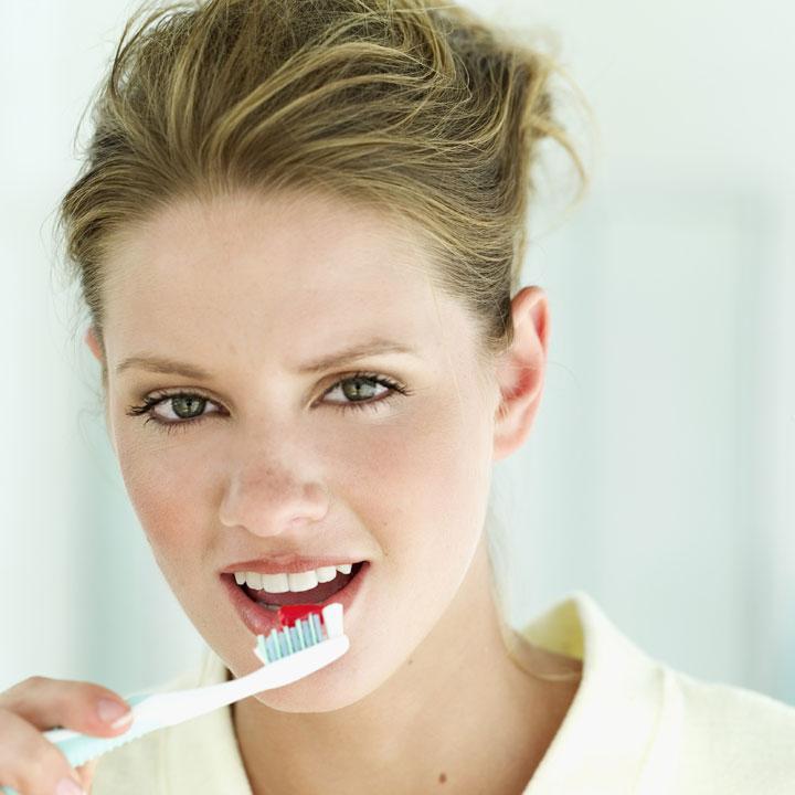 comment bien se brosser les dents technique efficace. Black Bedroom Furniture Sets. Home Design Ideas