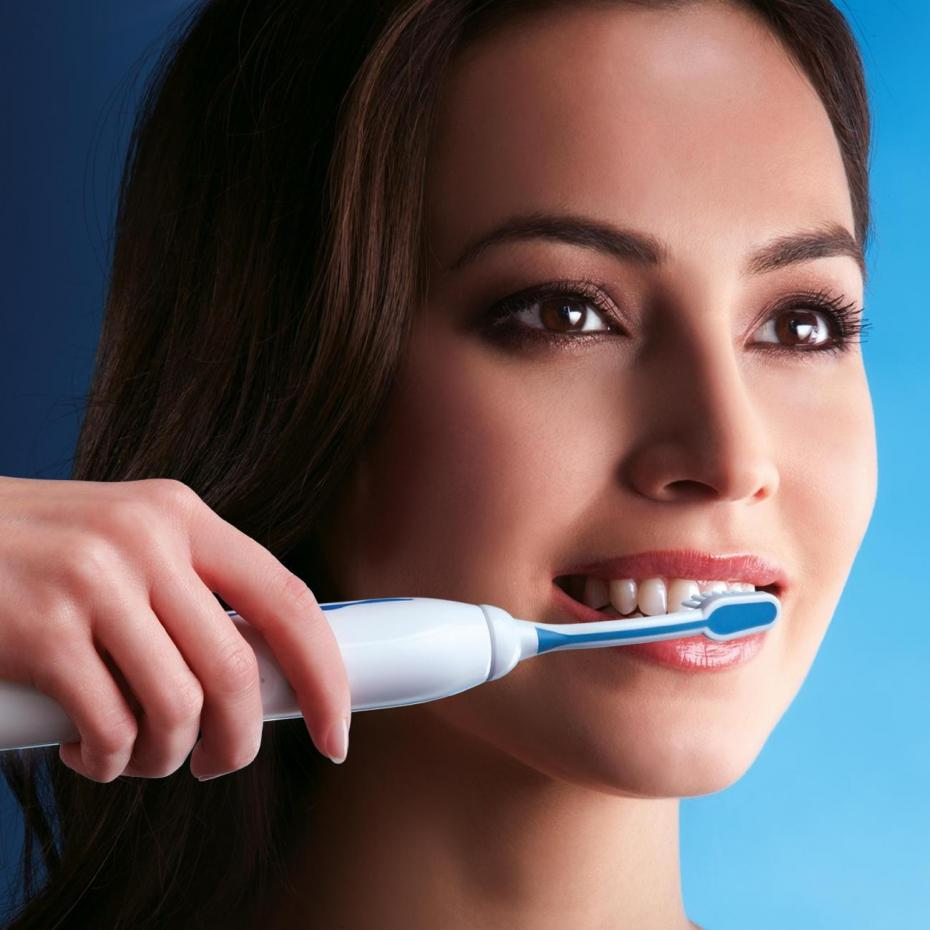 bien se brosser les dents avec une brosse a dent electrique. Black Bedroom Furniture Sets. Home Design Ideas